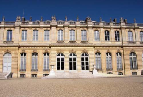 L'hôtel de Lassay - La façade sur cour, aujourd'hui surélevée