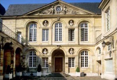 L'hôtel Libéral Bruant : la façade sur cour