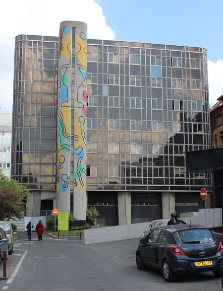 L'hôpital Necker - L'escalier peint par Keith Haring