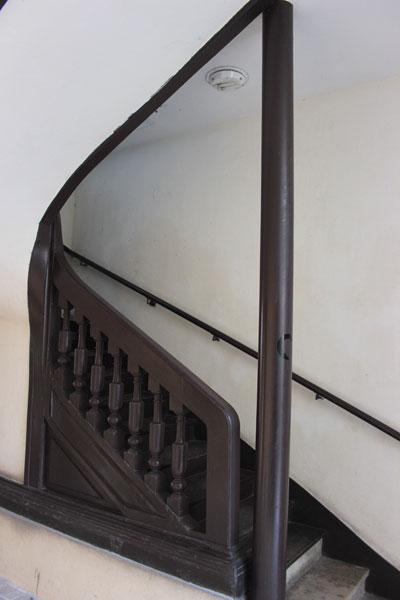 Le couvent de la Madeleine de Traisnel - L'escalier à balustres