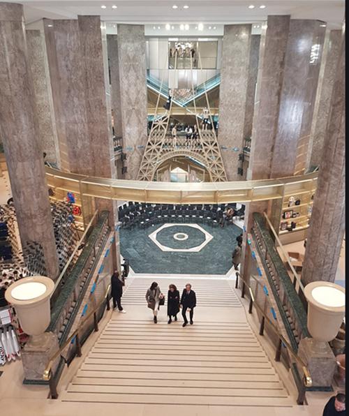 L'escalier monumental des galeries Lafayette