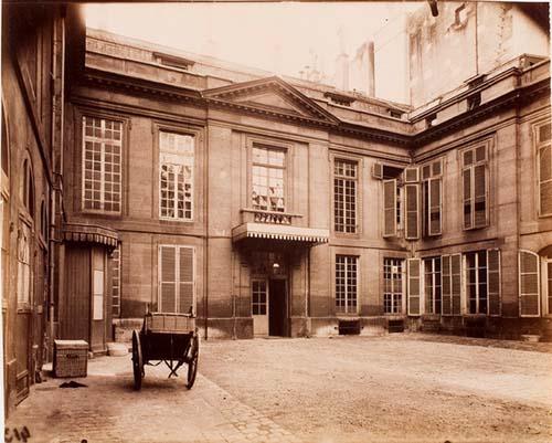 L'hôtel de Brancas - La façade sur la cour