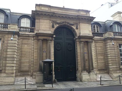 L'hôtel de Pontalba : le portail sur rue