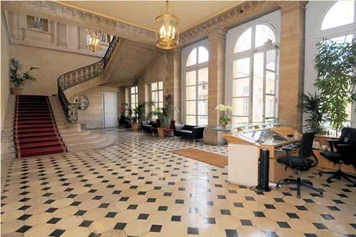 L'hôtel du Châtelet - Le vestibule et l'escalier d'honneur
