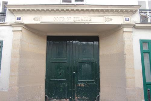 La cour Saint-Hilaire - Le portail néo-classique