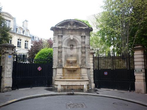 La fontaine au fond de l'impasse