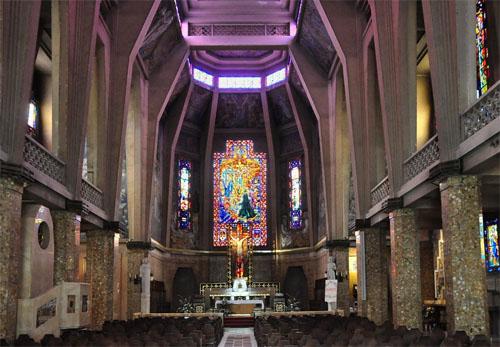 L'église Saint-Jean Bosco - La nef et le chœur