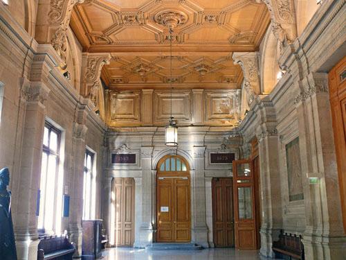 Le tribunal de Commerce - La salle des Pas Perdus