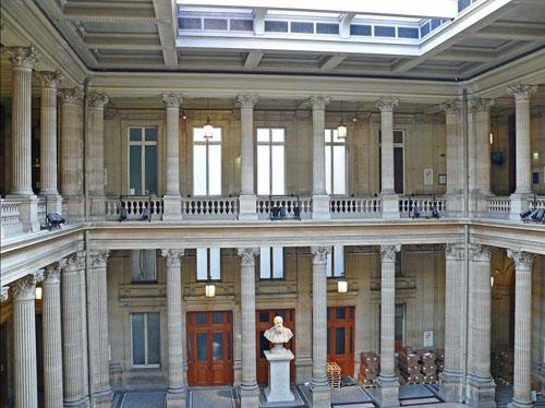 Le tribunal de Commerce - Le vestibule