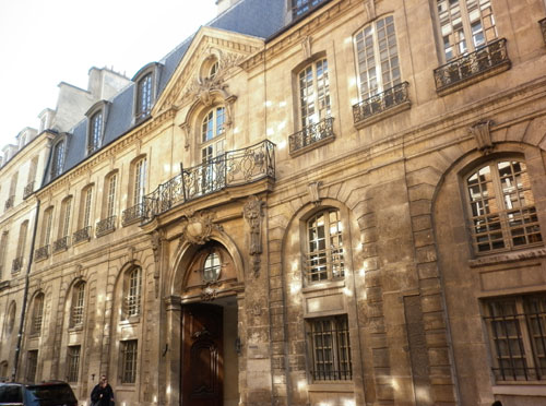 L'hôtel d'Albret - le bâtiment sur rue