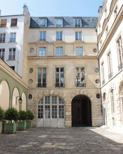 L'hôtel de Sandreville - Façade du XVIe siècle sur cour