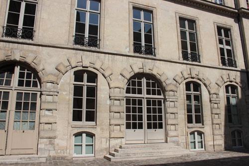 L'hôtel de Sandreville - Façade Ouest du XVIe siècle, sur la cour