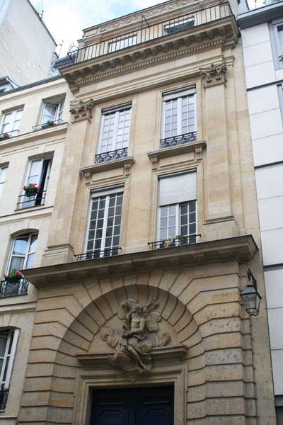 Le couvent des Théatins - Portail et façade d'entrée