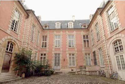 L'hôtel Mégret de Serilly - La façade sur cour