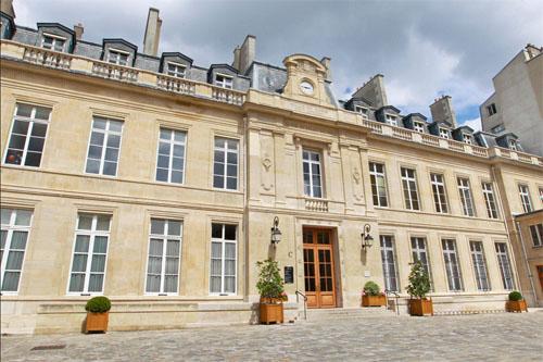 L'hôtel de Villars - La façade sur cour