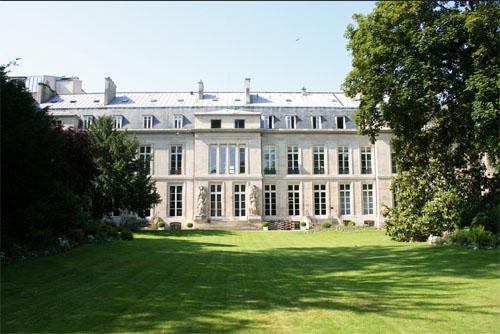 L'hôtel de Villars - La façade sur le jardin