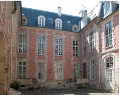 L'hôtel Mégret de Serilly - Façade sur cour