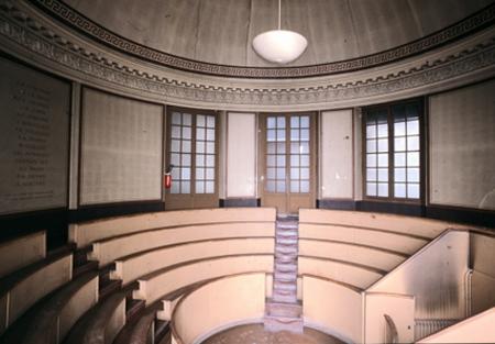 L'ancienne chapelle d ela Charité : le chœur transformé en amphithéâtre de Médecine