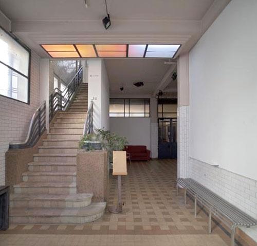 Les Douches - Le hall et l'escalier