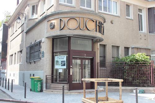 Les Douches La Galerie - L'entrée sur la rue