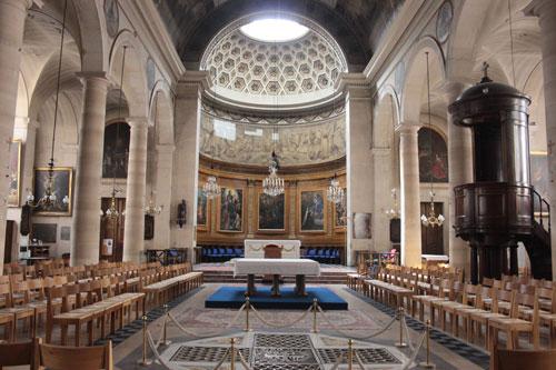 L'église Notre-Dame de Bonne-Nouvelle - La nef et le chœur au fond