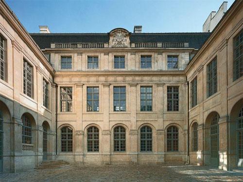 L'hôtel Colbert de Torcy - La façade sur cour