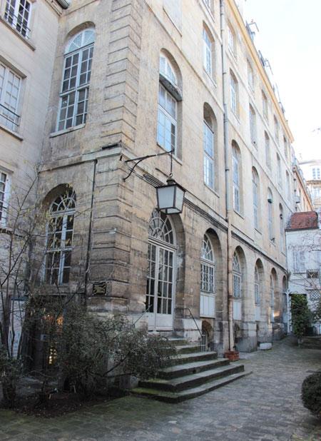 Le collège des Trente-trois : le bâtiment du collège