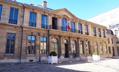 L' hôtel de Rothelin-Charolais - Façade sur cour