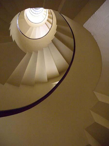 L'hôtel-atelier des frères Martel - la cage d'escalier