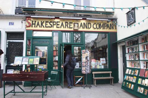 L'actuelle librairie Shakespeare and company - Rue de la Bûcherie
