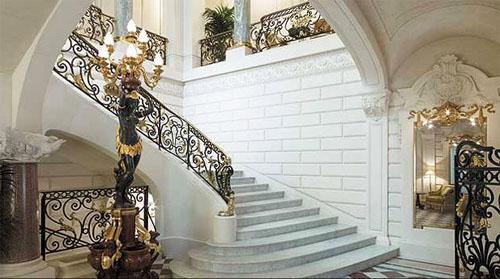 L'hôtel Shangri-La - L'escalier d'honneur