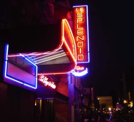 Le théâtre du Splendid - La façade la nuit