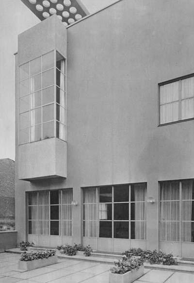 La villa Guggenbühl - Façade d'origine : la terrasse et le bow-window de l''atelier
