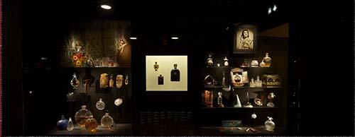 Le nouveau musée Fragonard - Vitrine d'objets anciens