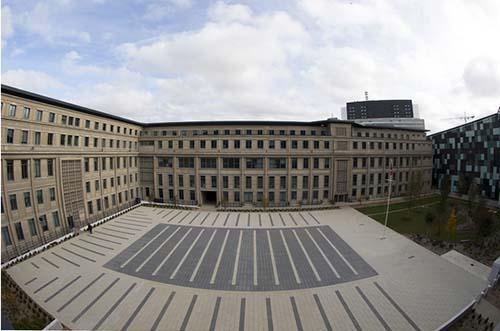 L'Hexagone-Barlard : le bâtiment Perret et la cour d'honneur