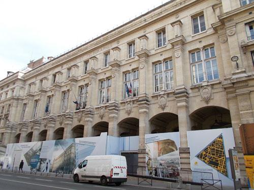 La Poste du Louvre - La façade rue du Louvre