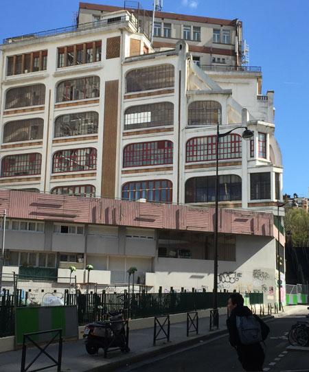 Le central téléphonique Ménilmontant - La partie technique vue de la rue Elisa Borey