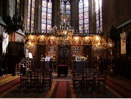 La chapelle du collège de Beauvais - L'iconostase et à l'arrière, le chœur
