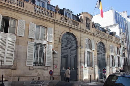 L'hôtel de La Mark - Le portail d'entrée double, rue de Surène