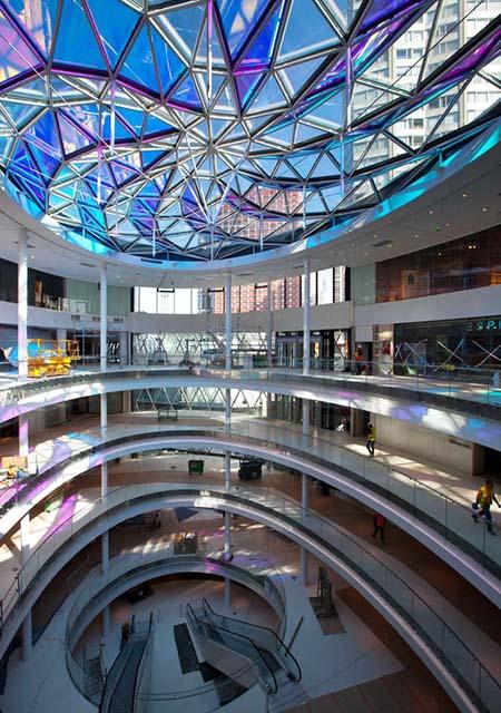 Le centre commercial Beaugrenelle - L'un de deux atriums