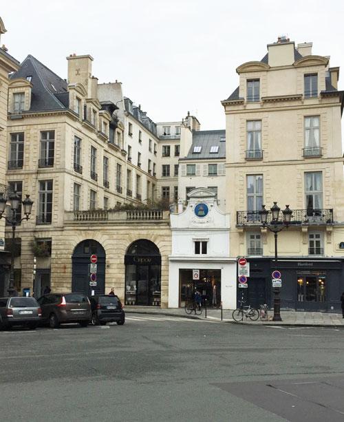L'hôtel de Rambouillet vu de la place des Victoires