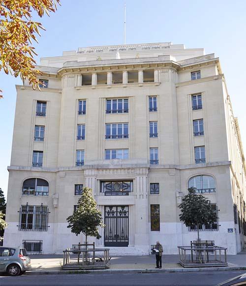 Le ministère des Affaires sociales et de la Santé - La façade Art déco donnant sur la place de Fontenoy