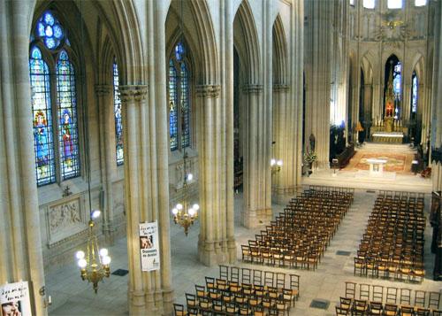 L'église Sainte-Clotilde - La nef et le bas-côté gauche