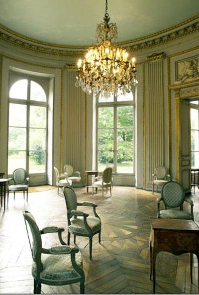 L'hôtel de Bourbon-Condé - Le salon ovale habillé de pilastres ioniques
