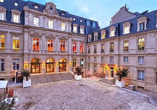 L'hôtel de Vatry - La façade sur cour