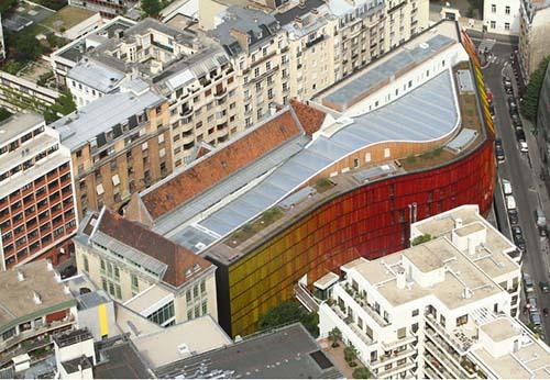 L'école Novancia - Vue aérienne - L'atrium éclaire toute la partie centrale