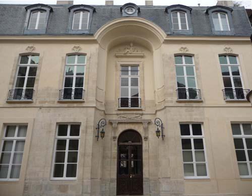 L'hôtel Delisle-Mansart - La façade sur cour