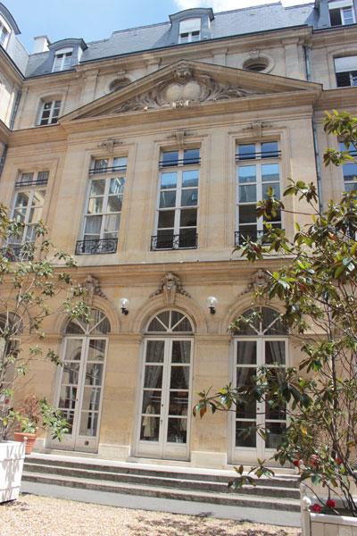 L'hôtel de La Guiche : La façade sur cour, caractéristique du style Louis XV