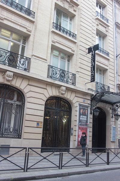Le théâtre Tristan Bernard - L'entrée sur la rue du Rocher