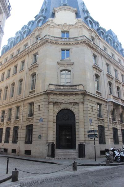 La banque Dreyfus - La façade et l'entrée rue de la Banque